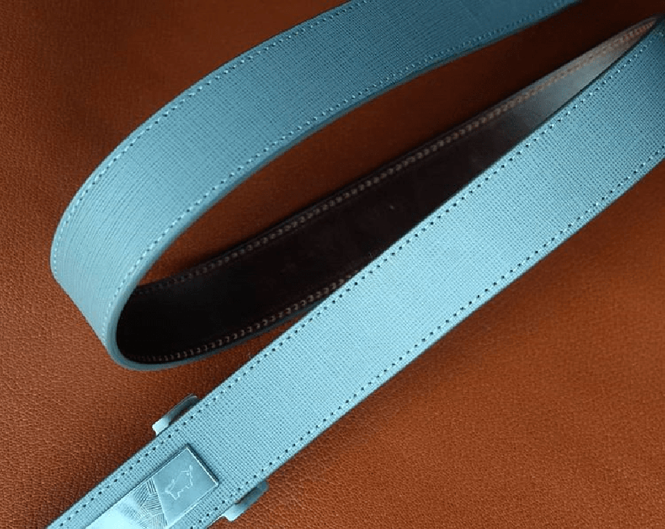 Da Saffiano được thiết kế làm dây lưng