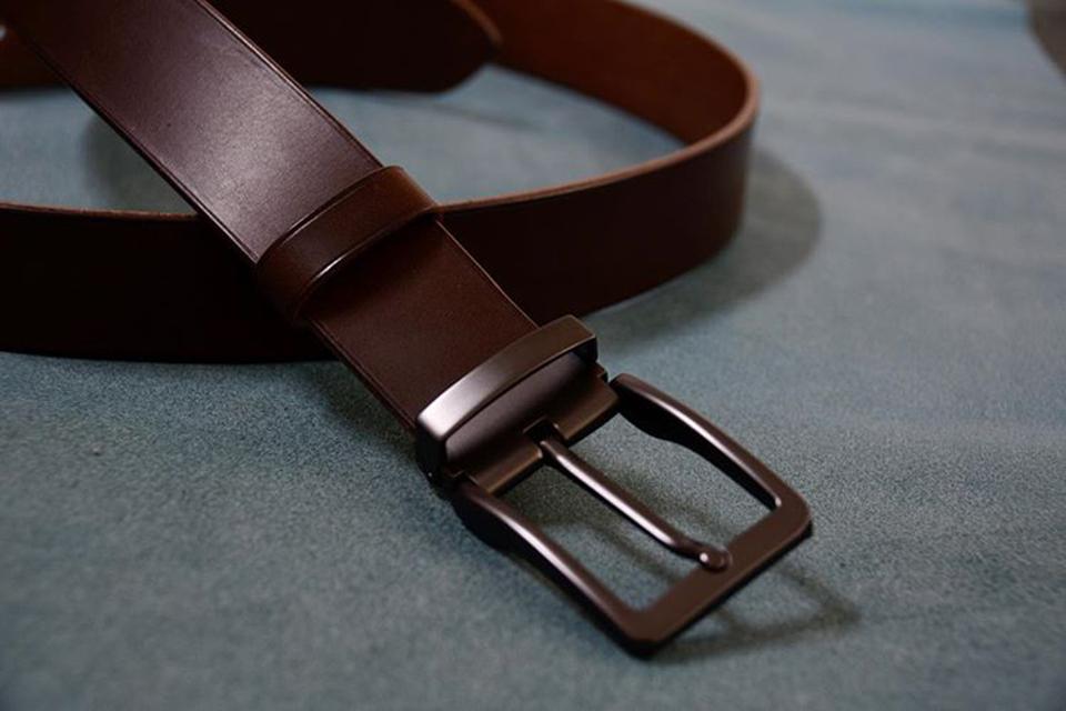 Da Vachetta được dùng làm dây lưng cao cấp