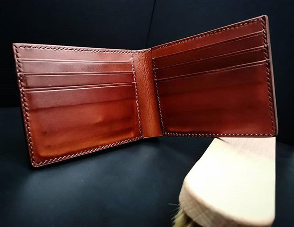 Chi tiết bên trong ví da Vachetta khâu may thủ công