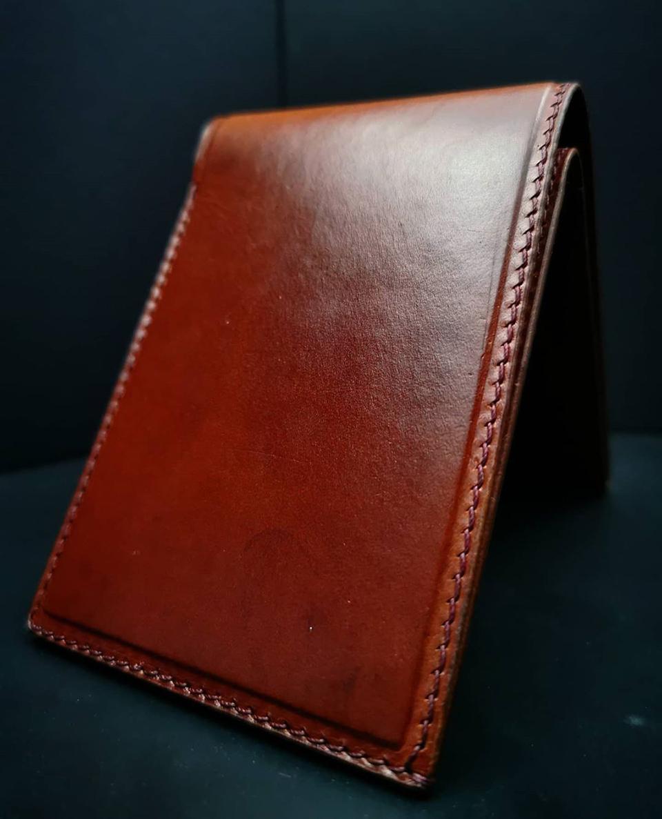 Ví da Vachetta được thiết kế riêng với tông màu mạnh